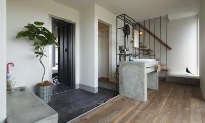 田園風景に向かって開く2階リビングの家(水口の家) (階段・洗面)