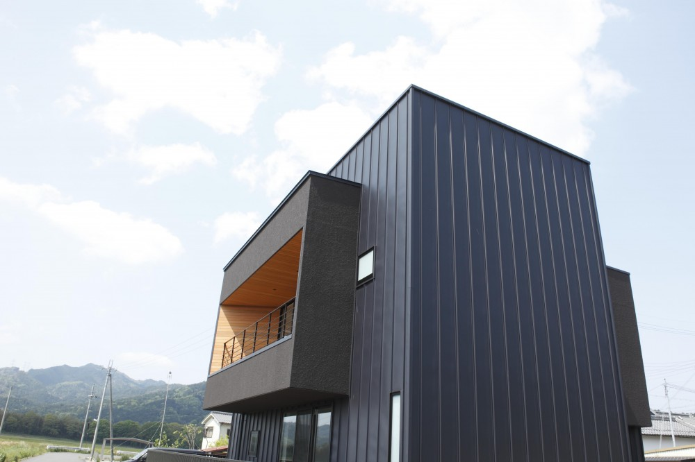 バルコニー (田園風景に向かって開く2階リビングの家(水口の家))
