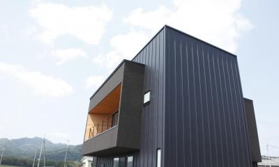 田園風景に向かって開く2階リビングの家(水口の家)
