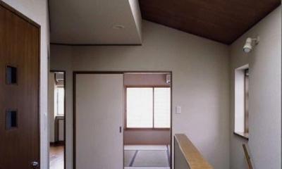 御影の家 (明るい階段ホール(撮影:絹巻豊))