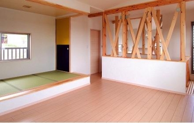 畳スペースのあるリビング (回遊の家 1)