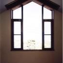 おしゃれな変形窓(撮影:絹巻豊)