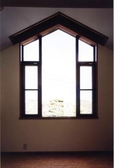 岩園の家 (おしゃれな変形窓(撮影:絹巻豊))