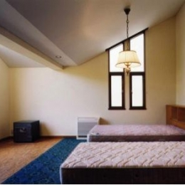 岩園の家 (ホームシアターを楽しめる寝室(撮影:絹巻豊))