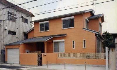 オレンジ色の外観(撮影:坂本)|魚崎の家
