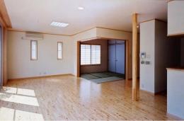 魚崎の家 (畳スペースのあるリビング(撮影:坂本))