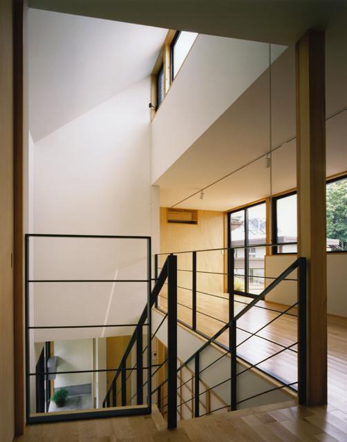 裾野の家 (吹き抜けの階段)