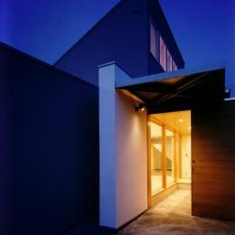 CH5(中庭のある家05) (玄関夜景)