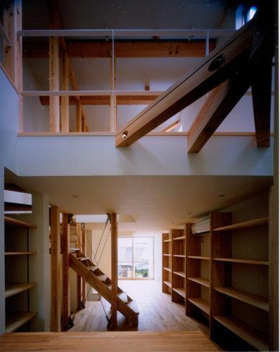 リビングダイニング事例:2階と3階(撮影:市川かおり)(tt-house)