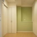 グリーン色の壁の個室