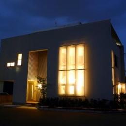 光格子の家 (外観-夜景)