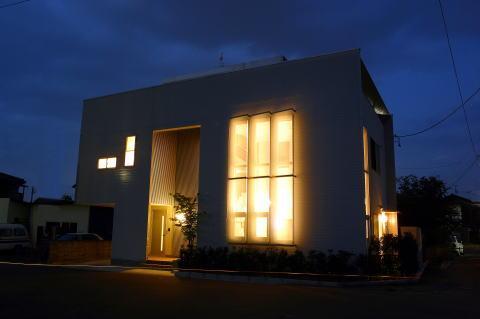 光格子の家の部屋 外観-夜景