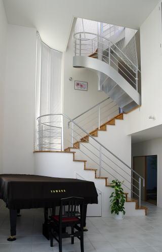 光格子の家の部屋 室内階段
