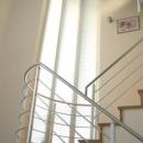 光格子の家の写真 柔らかな光を取り込む階段
