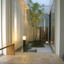 光格子の家 (玄関)