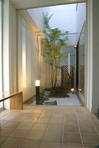 光格子の家の部屋 玄関