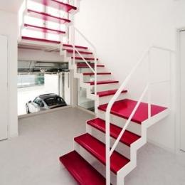 I's Residence (赤い踏板の階段)