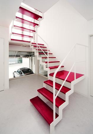 I's Residenceの部屋 赤い踏板の階段