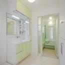 ミントブルーの家の写真 洗面・浴室