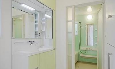 ミントブルーの家 (洗面・浴室)