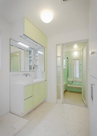バス/トイレ事例:洗面・浴室(ミントブルーの家)