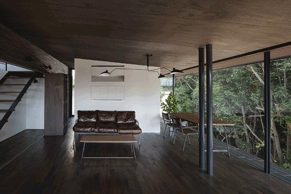 木漏れ日の家の部屋 リビングダイニング(撮影:Hiroshi Ueda)