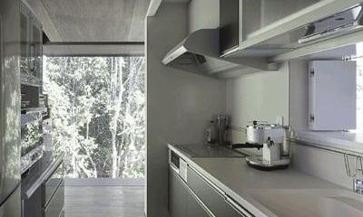 キッチン(撮影:Hiroshi Ueda)|木漏れ日の家