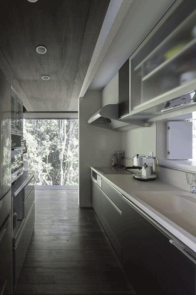 木漏れ日の家の部屋 キッチン(撮影:Hiroshi Ueda)