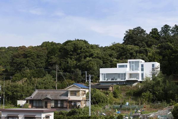 うみそらさんぽの部屋 白い外観2(撮影:Hiroshi Ueda)