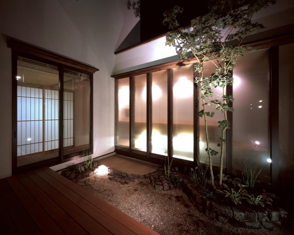 新宮苑の家 House In Shinguen (中庭)
