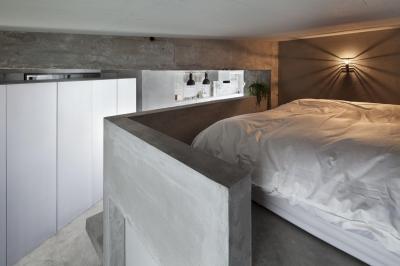 ベッドルーム (ドレスルームのあるコンクリートアパートメント)