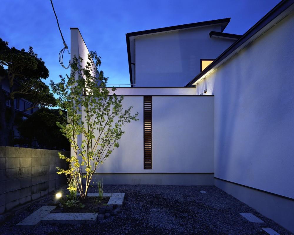 新宮苑の家 House In Shinguen (外観)