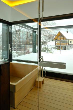 Glass Houseの部屋 木の温もり感じる浴室1(撮影:KEN五島)