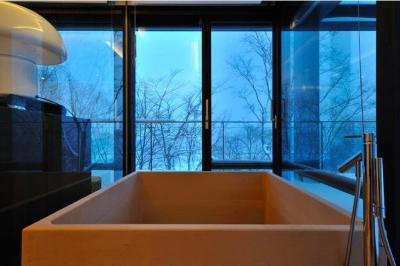 木の温もり感じる浴室2(撮影:KEN五島) (Glass House)