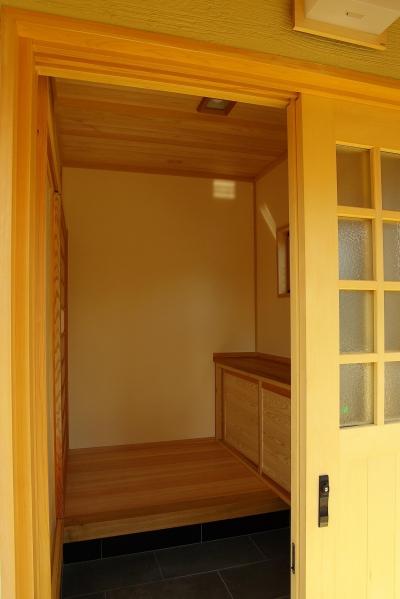 玄関 (平屋 純和風スタイル 幸せエコ住宅)