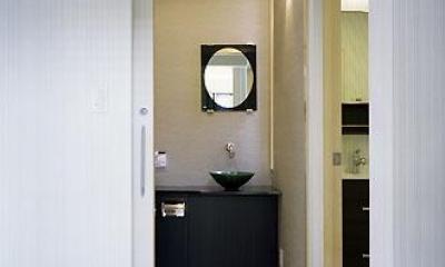 トイレ・洗面・脱衣室入口(撮影:喜多章)|桶狭間の家