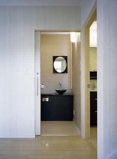 トイレ・洗面・脱衣室入口(撮影:喜多章) (桶狭間の家)