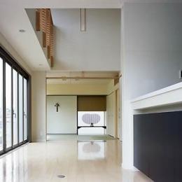 桶狭間の家 (ダイニングから和室を見通す(撮影:喜多章))