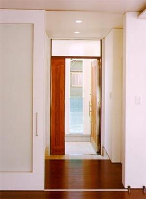 米が瀬町の家の部屋 玄関(撮影:喜多章)