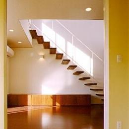 米が瀬町の家 (和室より階段を見る(撮影:喜多章))
