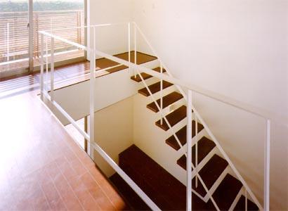 米が瀬町の家の部屋 階段2(撮影:喜多章)