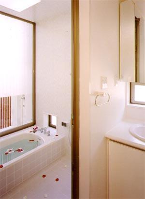 米が瀬町の家の部屋 浴室(撮影:喜多章)