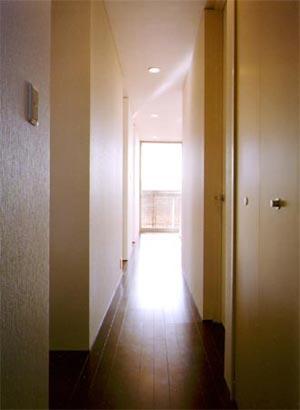 米が瀬町の家の部屋 2階廊下(撮影:喜多章)