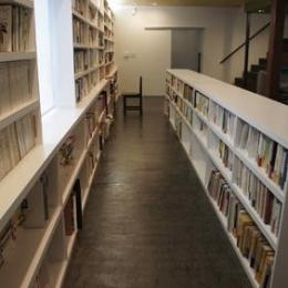 哲学者の家 (大容量の本棚)