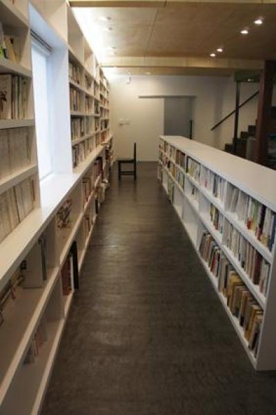 大容量の本棚 (哲学者の家)
