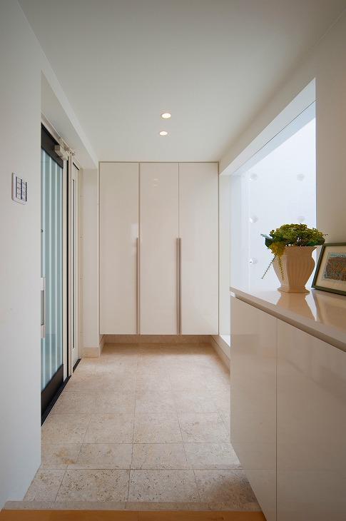 浦添の住宅2の写真 明るい玄関