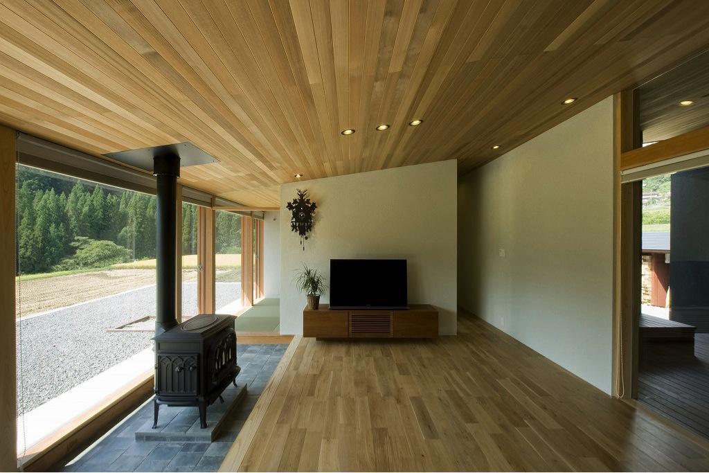 鮎立の家の部屋 薪ストーブのあるリビング