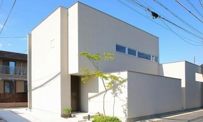 白い外観|清須の家