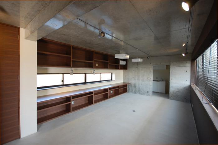 呉羽山を望む事務所兼住宅の部屋 事務室