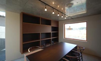 打ち合わせ室1|呉羽山を望む事務所兼住宅